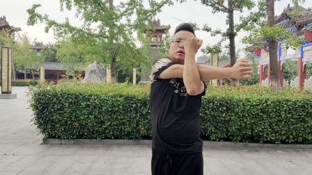 专业曳步舞教学:跳舞之前一定要做拉伸运动之《肩部拉伸》