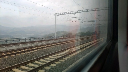 渝贵铁路K201次桐梓北站停车 即将被高铁狂踩