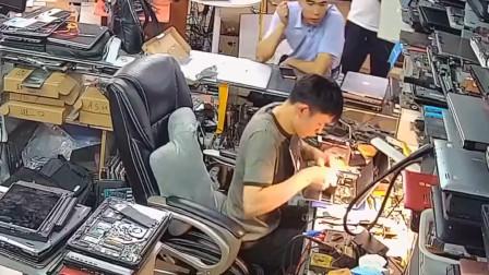 修个电脑就冒火,这个算谁的责任