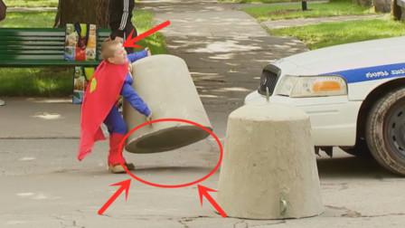 小超人能直接举起300公斤巨石,路人看到这样的过程,表情太好笑了