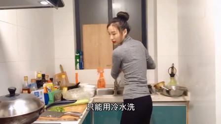 打工妹在家做四菜一汤一人享受,这么好的厨艺不找个男朋友可惜了!