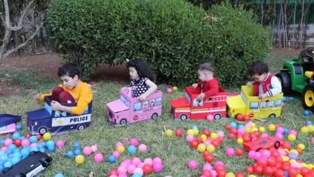 外国少儿时尚,小伙伴们在公园玩玩具车,真有趣啊