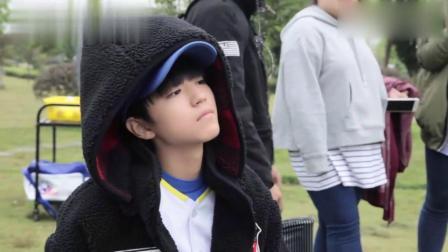 《少年时代》花絮:王俊凯超敬业,本以为睡着了,没想到在背台词