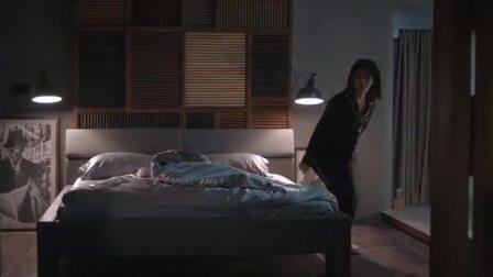 安迪半夜醒来,看见沙发上的包奕凡,两人甜蜜相拥好浪漫