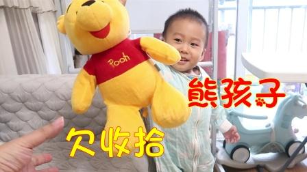 2岁熊孩子乱扔娃娃,嘴上说收拾就是不动,爸爸一招让他主动收拾