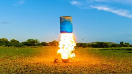 小哥作死测试神奇实验,点燃的瞬间简直太炫酷了!