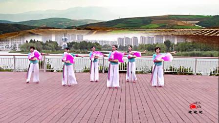 晓晓喜欢广场舞集体六人展示《这么好个地方》