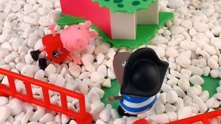 小海盗告诉佩奇滑梯要坏,佩奇就是不听,看把自己摔了吧
