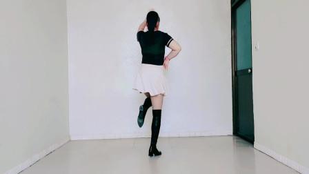 背面步子舞《过河》舞姿时尚新颖,别具一格