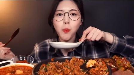 吃播小姐姐:小姐姐吃韩式拌饭 泡菜豆腐汤,一口一大勺吃的我都饿了