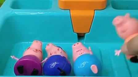小猪一家来洗澡了,都已经弄上沐浴露了,结果没水了