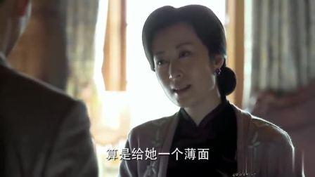 伪装者:大姐一直劝明诚原谅桂姨,明诚虽接下衣服,却满脸的委屈