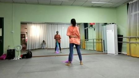 古典舞左手指月分解动作七,阜阳艺路舞蹈学校提供,仅供内部学员使用