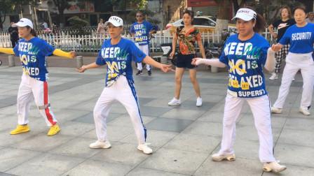 4姐妹花带领1新手跳鬼步舞,学得好快,快跟着一起来跳