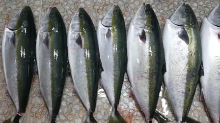 后厨大哥制作鰤鱼刺身,一天就要切12条鱼,爱吃的人还真不少