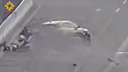 男子醉驾失控撞飞护栏 路过骑手无辜躺枪