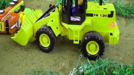 铲车把积木放到翻斗车里