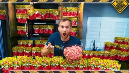 老外用30000颗草莓酸糖自制最大糖卷,网友:甜到心里了!