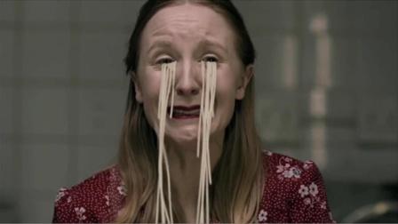 女孩因压力太大,回家哭出来的不是眼泪而是面条,竟然还能吃!