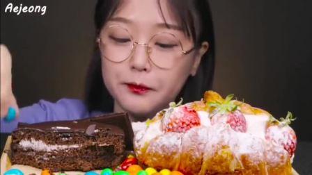 吃各种各样的甜品,吃播小姐姐也太可爱了