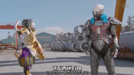 恶路程式变身巨大怪物,假面骑士联合超级战队战斗