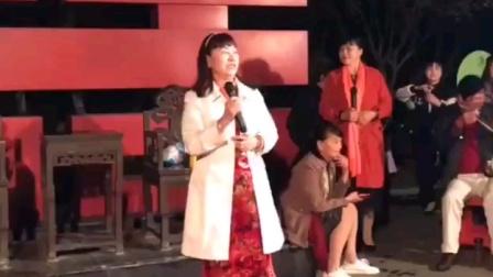 扬剧《赵五娘...一去求官蔡伯喈》选段:演唱 张金凤 地点 天长 天然居红双喜人口广场