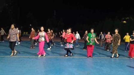 乾城社区舞蹈队《亲爱的姑娘我爱你》