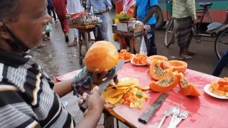 最服印度水果摊老板刀工,木瓜皮都削得干干净净,让人不得不服!