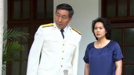 小伙看望未来老丈人,哪料老丈人是司令,直接让卫兵轰走他