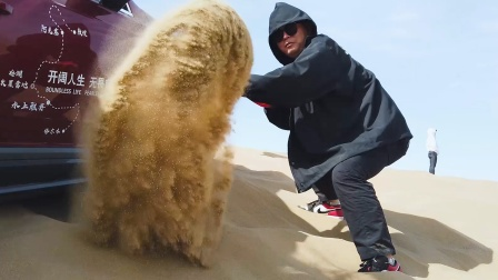 原来鬼吹灯的原址就在这里,帅小伙深入腹地,最终却陷入了沙地