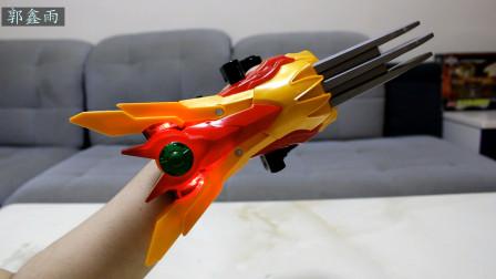 捕王的武器火麒爪就是这个样子吗 真人演示鑫雨动漫模玩