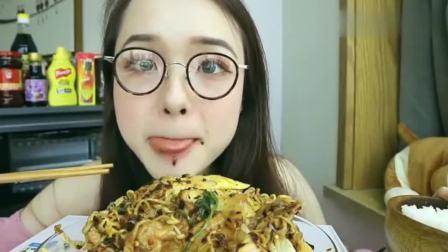 泰州吃播小姐姐吃麻辣拌!到底有多好吃?看表情就知道了!