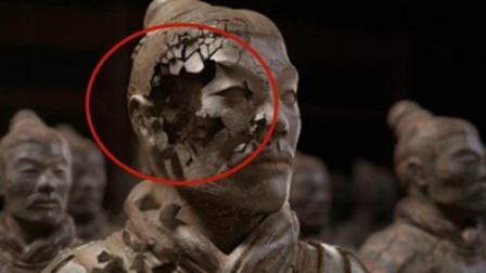 """兵马俑真的是""""人殉""""而成?看到裂开的兵马俑,一切都解释的通了"""