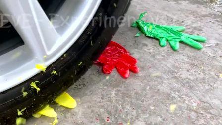 减压实验:牛人把气球、史莱姆、玩具放在车轮下,好减压,勿模仿
