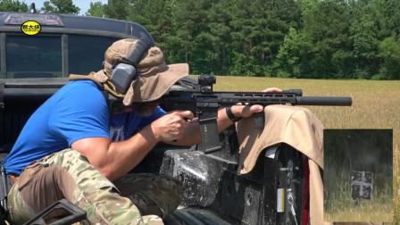 野外实测AR-15突击步枪,噪音太大每次射击必须佩戴耳麦