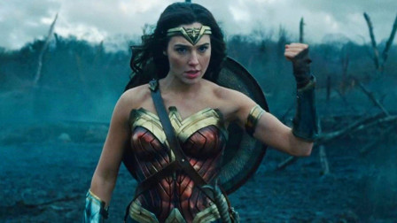 少女天生神族血脉,能够轻松挡住子弹,最终当上了超级英雄!