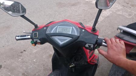 骑行电动车,只需操作一个按钮,就能不扶车把自动驾驶,别不信,走一起看下