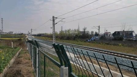 20200306 133655 阳安线HXD2货列出王家坎站遇西成高铁G1976次列车