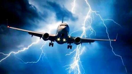 如果飞机在高空被雷击中,会发生什么?网友:太吓人了!