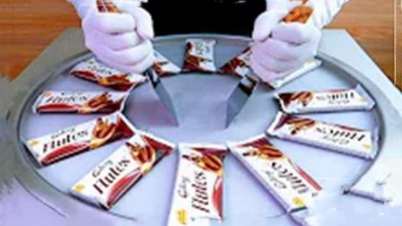美食达人新创意,用巧克力蛋卷炒酸奶,成品一出口水直流!