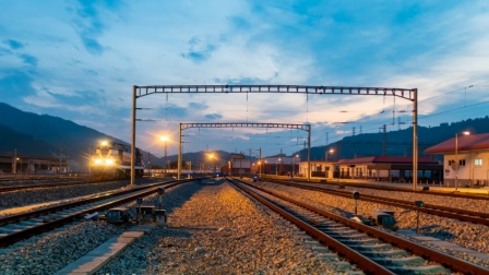 美国刚批准修建首条高铁,中国就大步迈入新领域