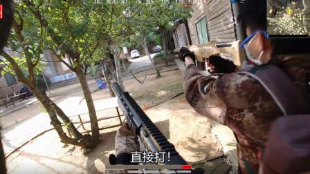 真人版吃鸡:和队友在木屋搜物资,碰到两个敌人直接打了起来!