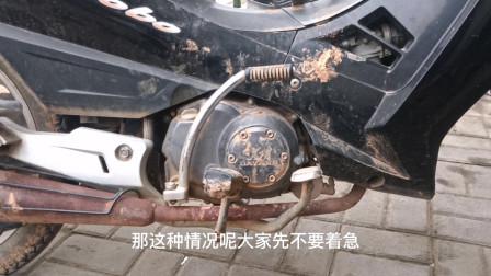 这才是造成摩托车刹车不会回位的真正原因?只需拉下弹簧就能修好