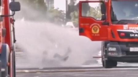 跌倒不可怕,可怕的是再也站不起来,消防员可不是一般人可以干得了的!