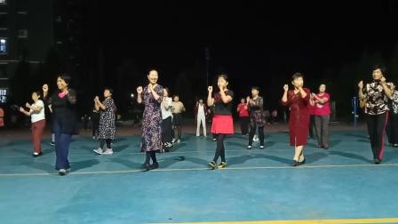 乾城社区舞蹈队《谁》