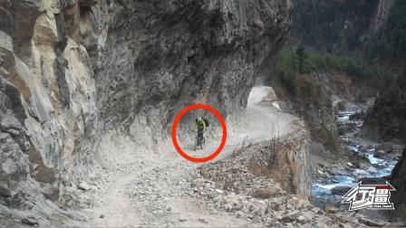 骑行尼泊尔版怒江天险,路直接从悬崖上凿空出来的,往下望都腿软