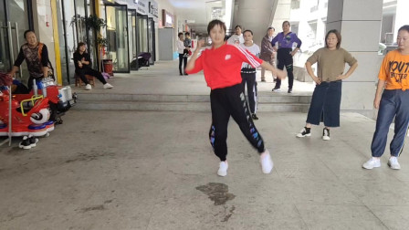 30岁姐姐独自表演鬼步舞,充满青春活力,是不是很好看?