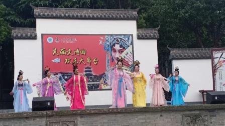 太湖县黄梅戏迷协会表演的《鹊桥》