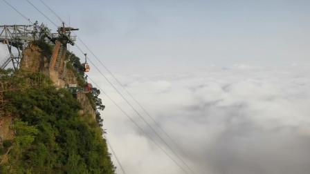 张家界天门山的云海仙境,乘着缆车仿佛到了天宫