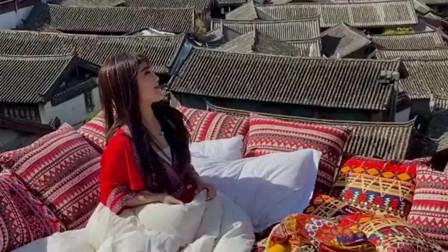 娶了个国外媳妇,每天睡觉都喜欢在房顶上睡,两个人一点私密空间都没有了!